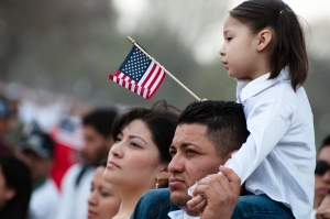636049977265561773-1517921144_immigrant%20-%20family_0
