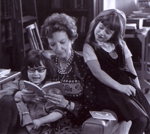 "Madeleine L'Engle reads with granddaughters Lena, left and Charlotte (now Charlotte Jones Voiklis). L'Engle's ""A Wrinkle in Time"" became a favorite of young people, Voiklis says today, because ""kids read it and understand that they are not being talked down to."" Illustrates KIDSPOST-WRINKLE (category l), by Moira E. McLaughlin (c) 2012, The Washington Post. Moved Wednesday, March 14, 2012. (MUST CREDIT: From Crosswicks)"