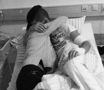black-and-white-couple-hospital-hug-favim_com-1806758